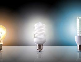 Ampoules LED à culot E27 diffusant 3 couleurs d'éclairage différentes : blanc chaud, blanc neutre, blanc froid